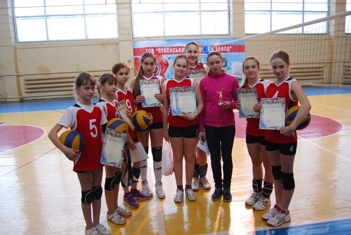 волейбольний турнір серед дівчат у спортзалі Лубенської ДЮСШ